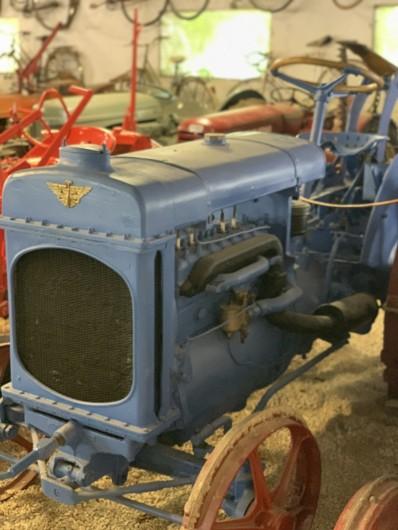 Location de vacances - Mas à Villelaure - Musée du tracteur à proximité immédiate de la ferme