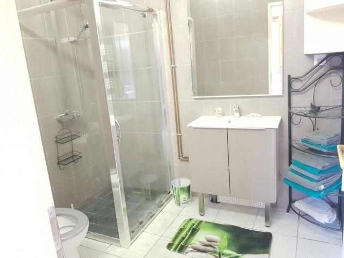 Location de vacances - Gîte à Rue - Salle de bain avec douche italienne et wc