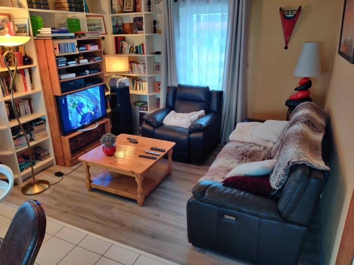 Location de vacances - Villa à Barneville-Carteret - Salon + TV