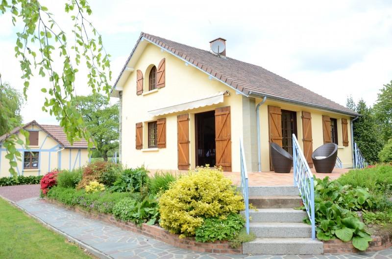 Location de vacances - Maison - Villa à Tessy-Bocage - La terrasse est positionnée sur deux cotés : Est et Sud.