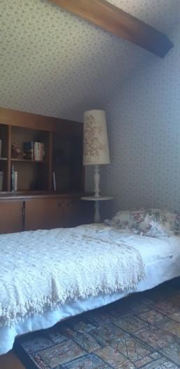 Location de vacances - Maison - Villa à Tessy-Bocage - La chambre est également équipée de 2 lits simples.