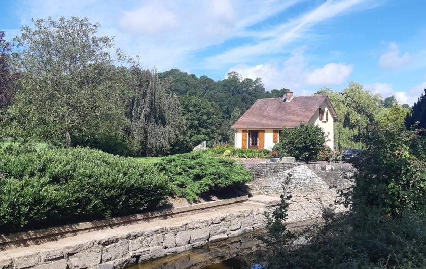 Location de vacances - Maison - Villa à Tessy-Bocage - Le canal desservant l'écluse.