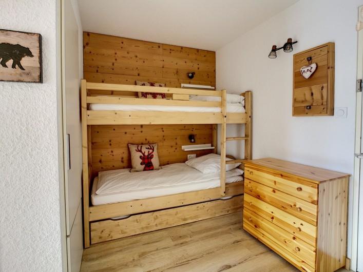 Location de vacances - Appartement à Les Deux Alpes - Deux lits superposés et un lit gigogne