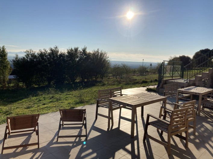 Location de vacances - Chambre d'hôtes à Saissac - La terrasse, idéale pour vos petit-déjeuner ou vos pauses ensoleillées