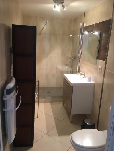 Location de vacances - Chambre d'hôtes à Saissac - salle d'eau d'eau du studio bambou