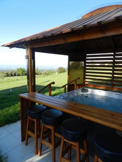 Location de vacances - Chambre d'hôtes à Saissac - SPA de jour pour admirer la vue qui s'offre à vous