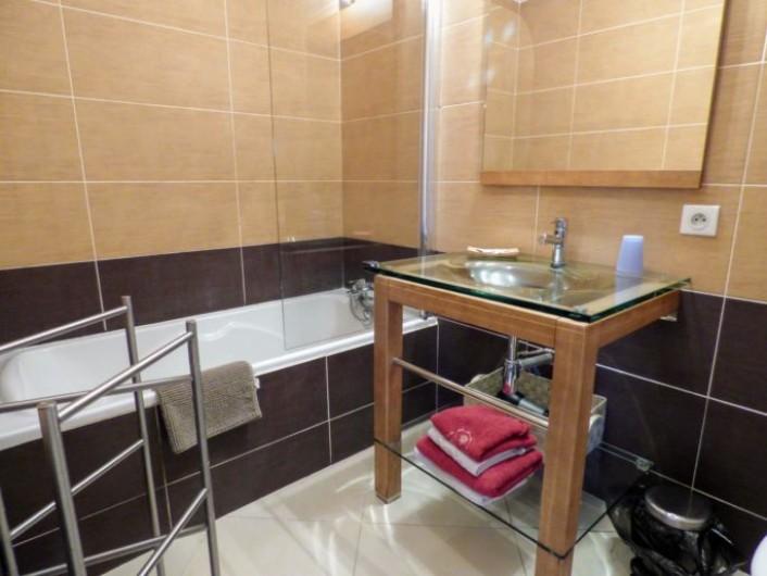 Location de vacances - Chambre d'hôtes à Saissac - Salle de bains de la chambre coquelicot