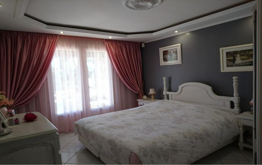 Location de vacances - Villa à La Cadière-d'Azur - CHAMBRE 1 (lit 160) SALLE D'EAU ATTENANTE (Douche-Lavabo)