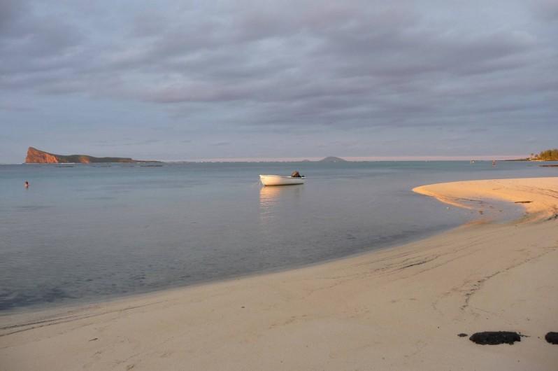 Location de vacances - Villa à Pereybere - Jolie plage devant la villa