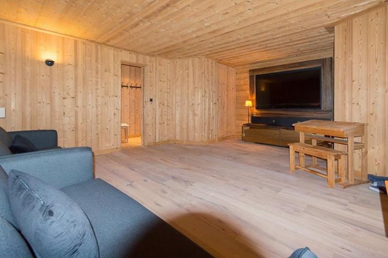 Location de vacances - Chalet à Megève - dortoir 4 personnes salle de cinema avec son écran géant