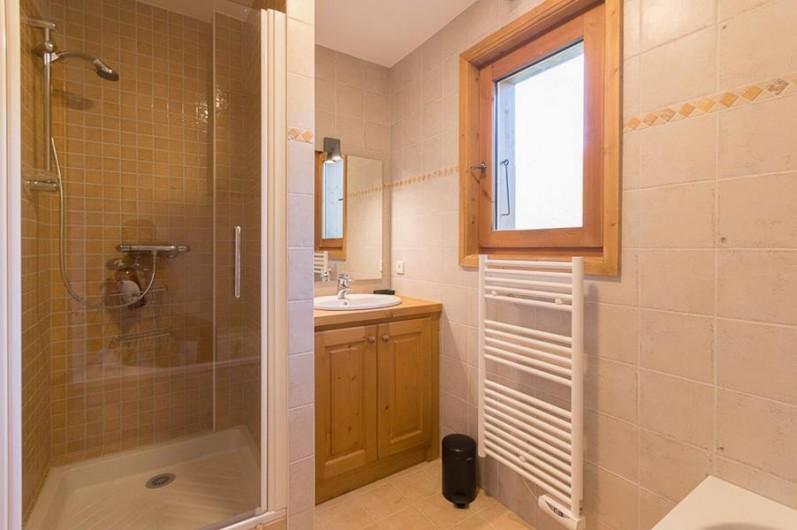 Location de vacances - Chalet à Megève - chaque salle de bain est équipée de douche et bain (sdb mouton)