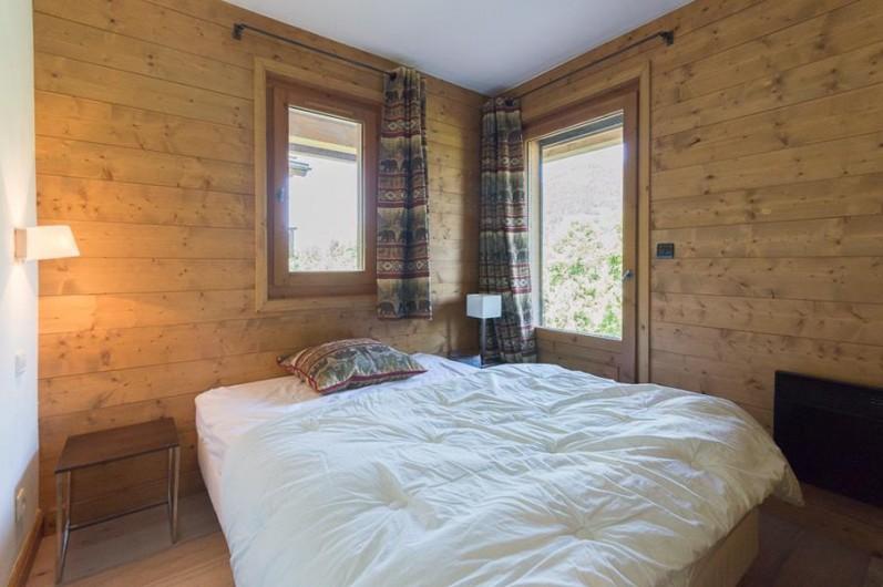Location de vacances - Chalet à Megève - chambre ours (étage inf) accès jardin