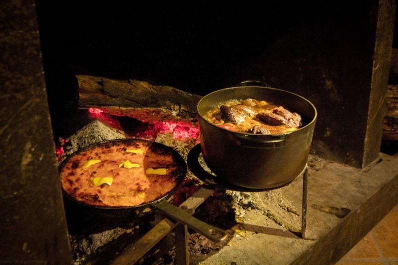 Location de vacances - Chambre d'hôtes à Rochessauve - Dinner around the Fire