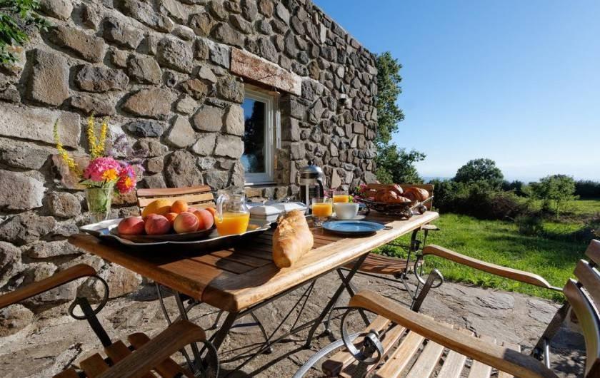 Location de vacances - Chambre d'hôtes à Rochessauve - Outdoor  dinning  Location
