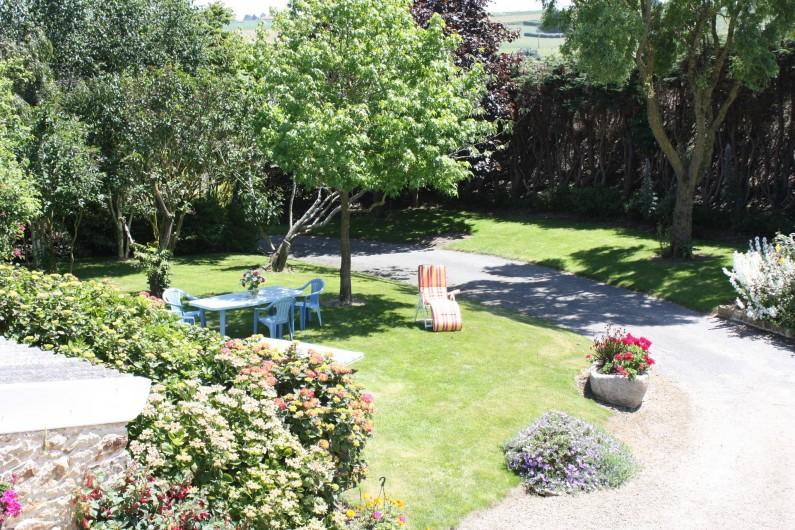 Location de vacances - Gîte à Saint-Pol-de-Léon - Le jardin fleuri
