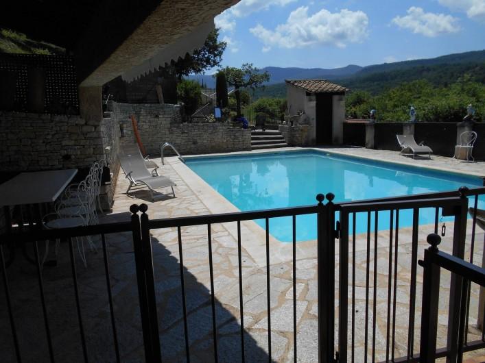 Location de vacances - Villa à Apt - Piscine sécurisé avec douche et WC