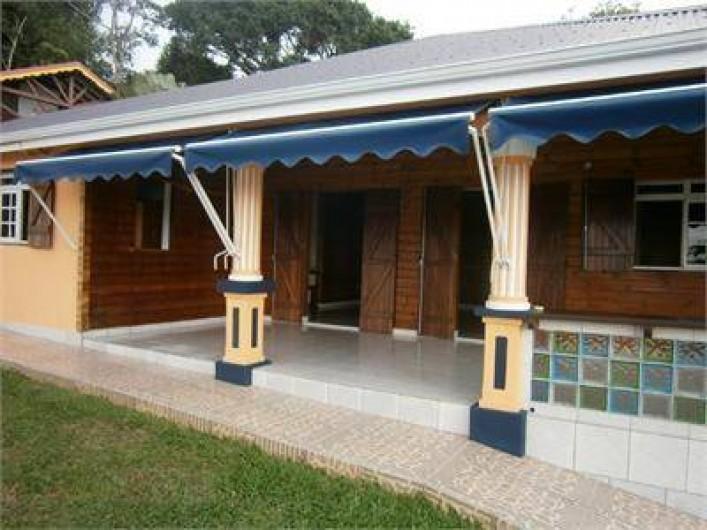 Location de vacances - Villa à Sainte Rose - devanture