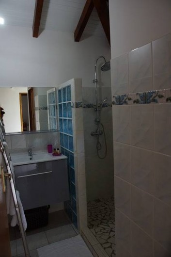 Location de vacances - Villa à Sainte Rose - sdb chambre 2+3