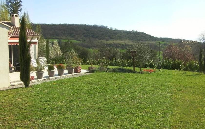Location de vacances - Villa à Saint-Michel-l'Observatoire - Terrain côté Sud