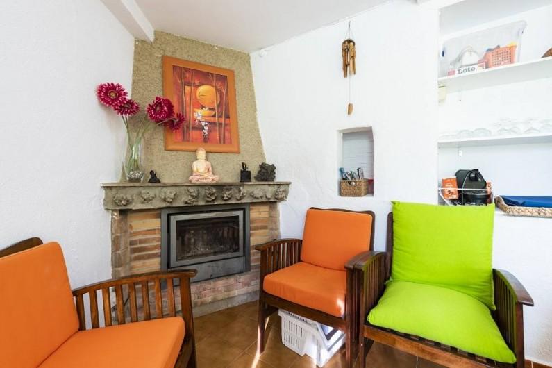 Location de vacances - Chalet à Les Cases d'Alcanar - Cheminée dans la salle à manger