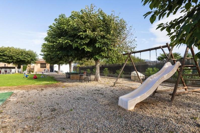 Location de vacances - Chalet à Les Cases d'Alcanar - Balançoires et toboggan pour les enfants