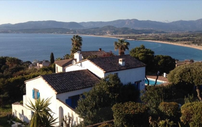 Location de vacances - Villa à Porticcio - Double vue panoramique : Plage de la viva Porticcio (à 800m) et Golfe Ajaccio