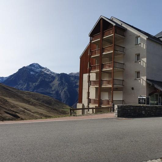 Location de vacances - Appartement à Loudenvielle - La résidence. L'appartement se situe au dernier étage.