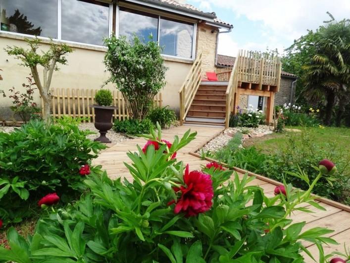 Location de vacances - Gîte à Saint-Avit-Sénieur - Côté terrassse