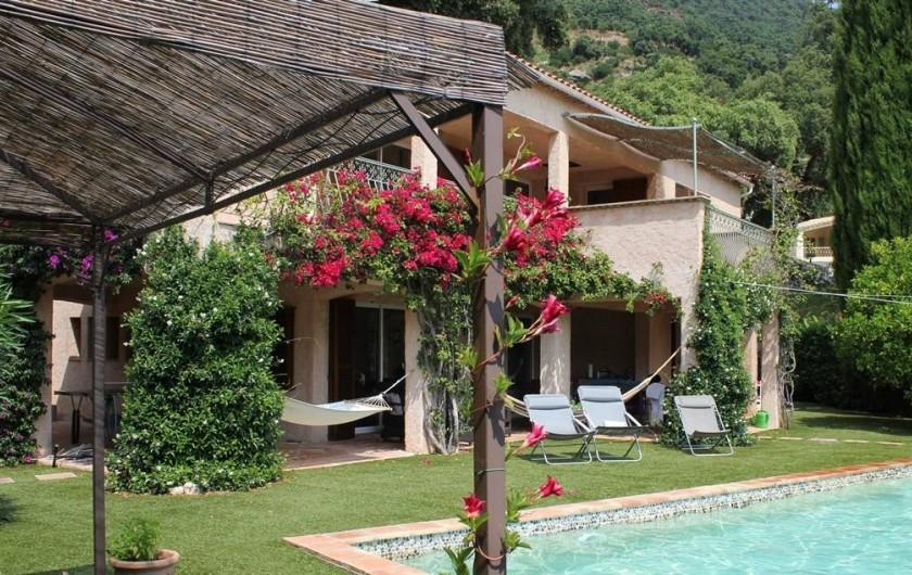 Location de vacances - Villa à Cavalaire-sur-Mer - Nombreuses terrasses couvertes, ombragées ou ensoleillées