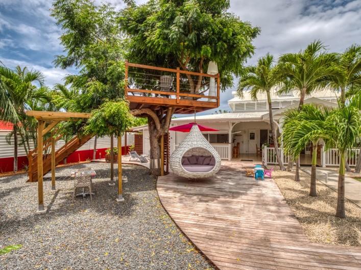 Location de vacances - Hôtel - Auberge à Saint-François - Jardin et terrasse dans les arbres