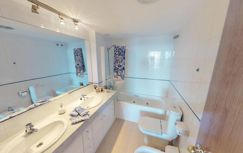 Location de vacances - Appartement à Sant Antoni de Calonge - salle bain avec douche - suite parentale