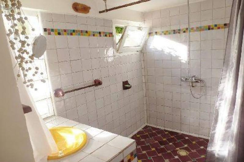 Location de vacances - Appartement à Six-Fours-les-Plages - Salle de bains 1