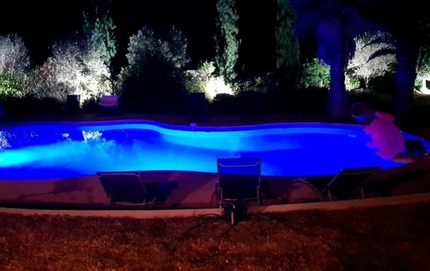 Location de vacances - Villa à Vauvert - La piscine by night