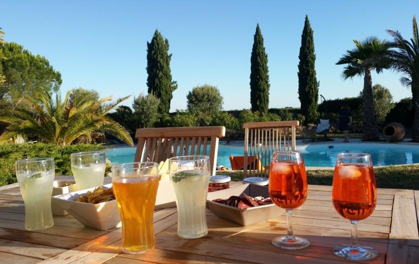 Location de vacances - Villa à Vauvert - L'apéro sur la terrasse