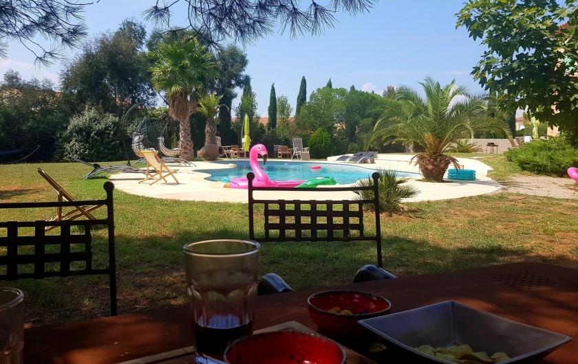 Location de vacances - Villa à Vauvert - Zone ombragée sous la pinède