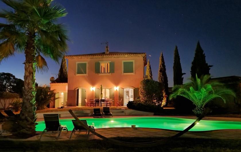 Location de vacances - Villa à Vauvert - La villa by night