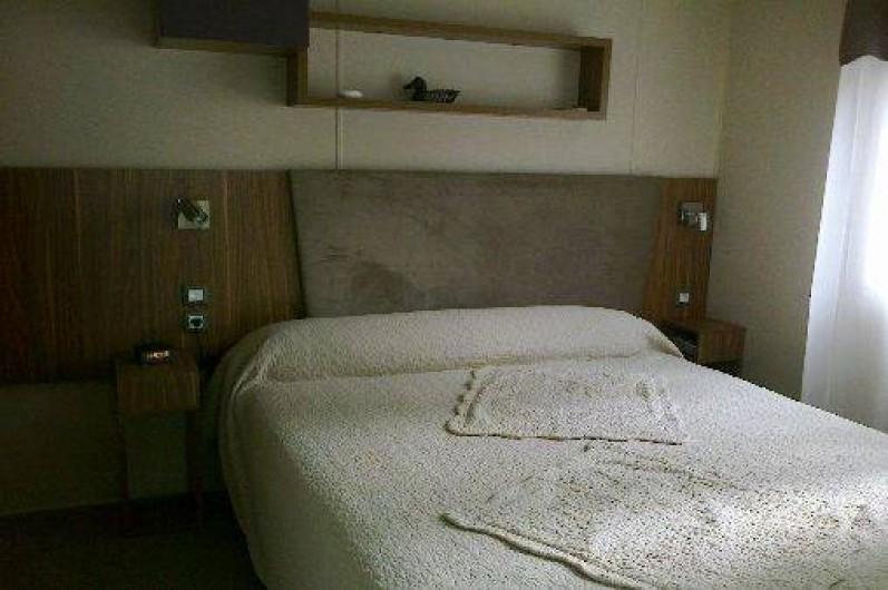 Location de vacances - Bungalow - Mobilhome à Fréjus - la chambre parentale lit 1,60