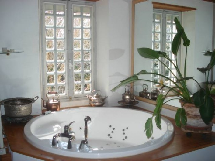 Location de vacances - Chambre d'hôtes à Cremps - la Haute Serre salle de bain avec son jaccuzzi