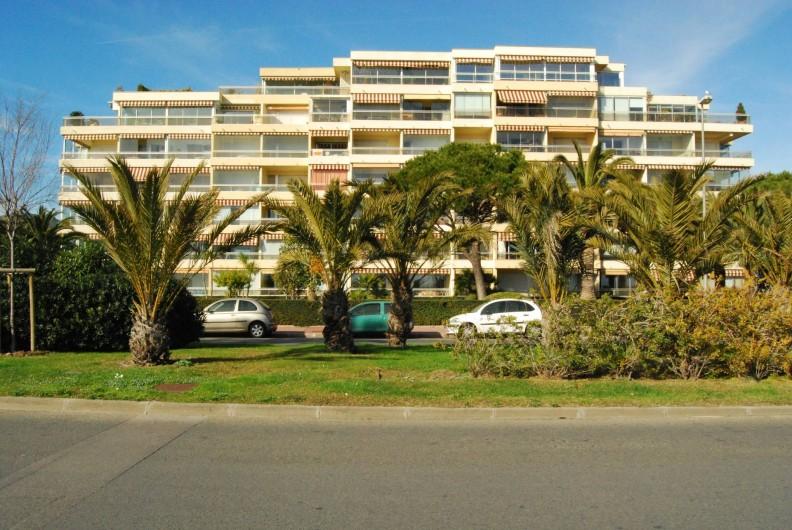 Location de vacances - Studio à Cannes la Bocca - résidence le cydonia le studio est au 5me étages soit l avant dernier