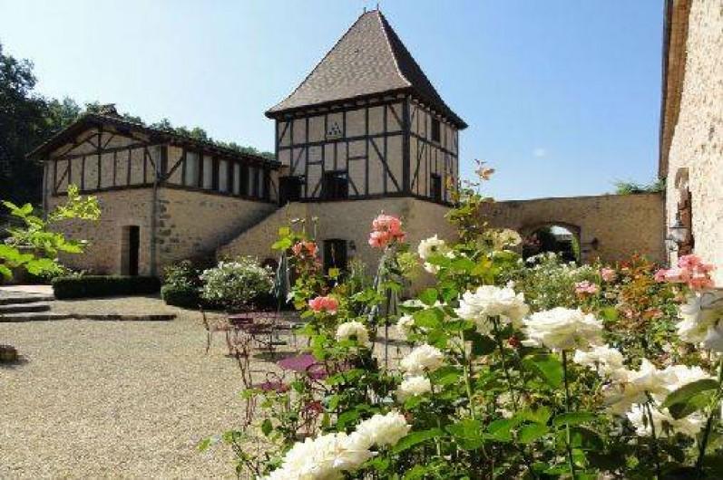 Location de vacances - Chambre d'hôtes à Saint-Pierre de Caubel - Le Pigeonnier et la cour