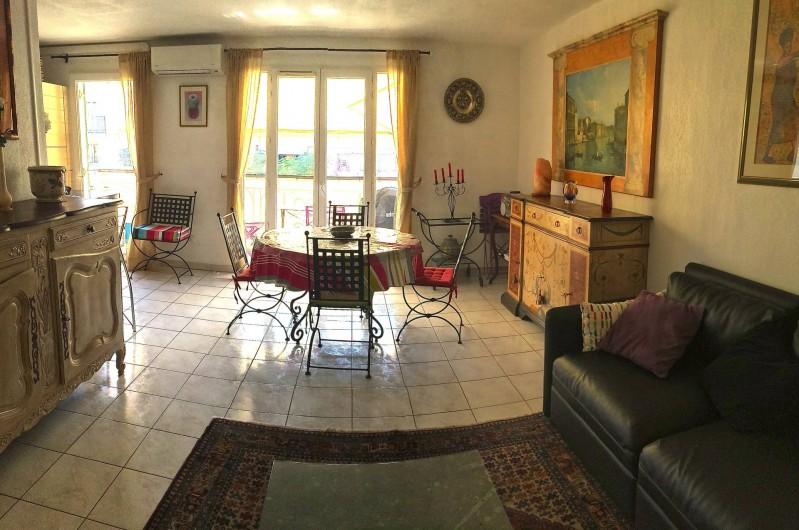 Location de vacances - Appartement à Cagnes-sur-Mer - Salle à manger depuis Salon