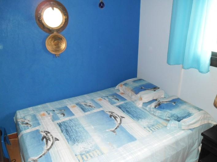 Location de vacances - Appartement à Six-Fours-les-Plages - CHAMBRE BATEAU avec grande penderie