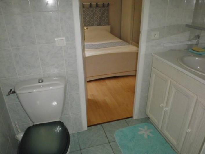 Location de vacances - Villa à Marquay - SALLE D'EAU ET WC DE LA CHAMBRE 2