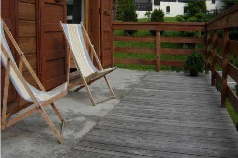 Location de vacances - Chalet à Les Gets - BALCON PLEIN SUD - 4 transats- possibilité de sortir la table