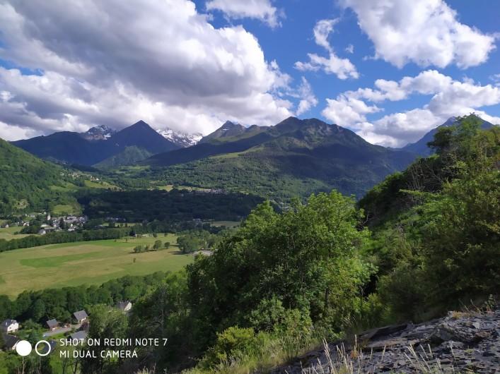 Location de vacances - Studio à Saint-Lary-Soulan - vue sur Saint-Lary village depuis les ardoisières (été)