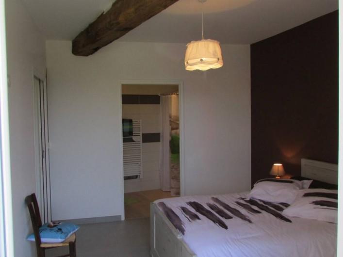 Location de vacances - Villa à Riocaud - Chambre accessible aux personnes à mobilité réduite, avec sa salle d'eau.