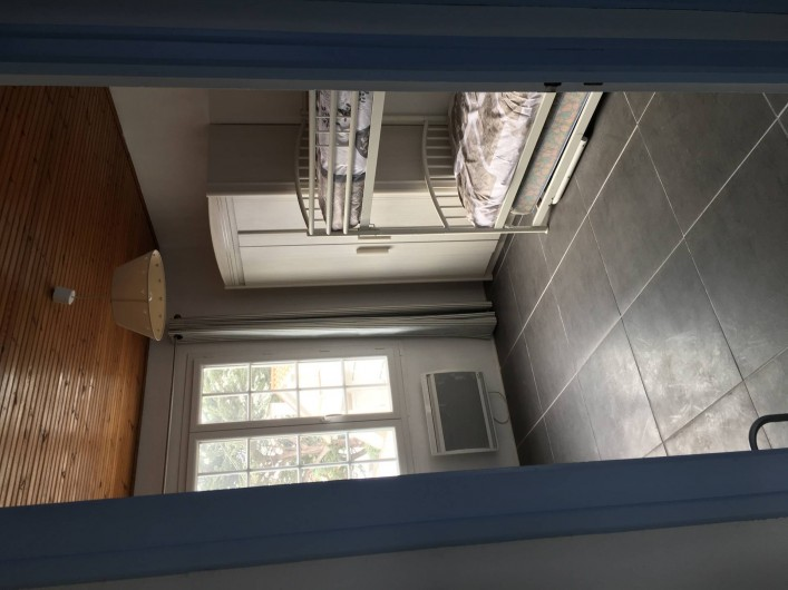 Location de vacances - Appartement à Barbâtre - Chambre côté mer, sous les lits superposés, il y a un lit gigogne