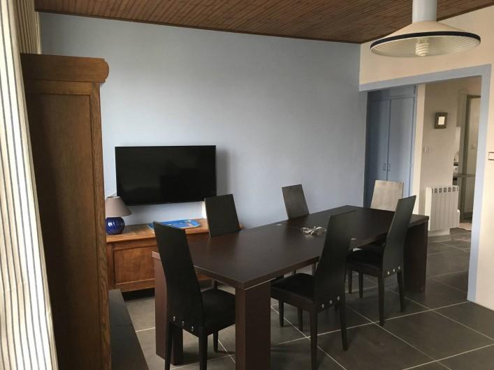 Location de vacances - Appartement à Barbâtre - La table, dépliée, peut accueillir 8 à 10 couverts