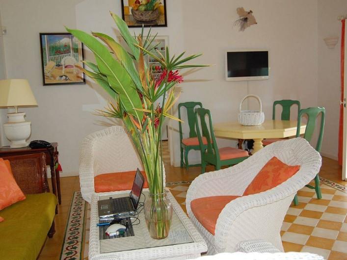 Location de vacances - Villa à Saint-François - Salle à manger, écran plat, salon et internet.
