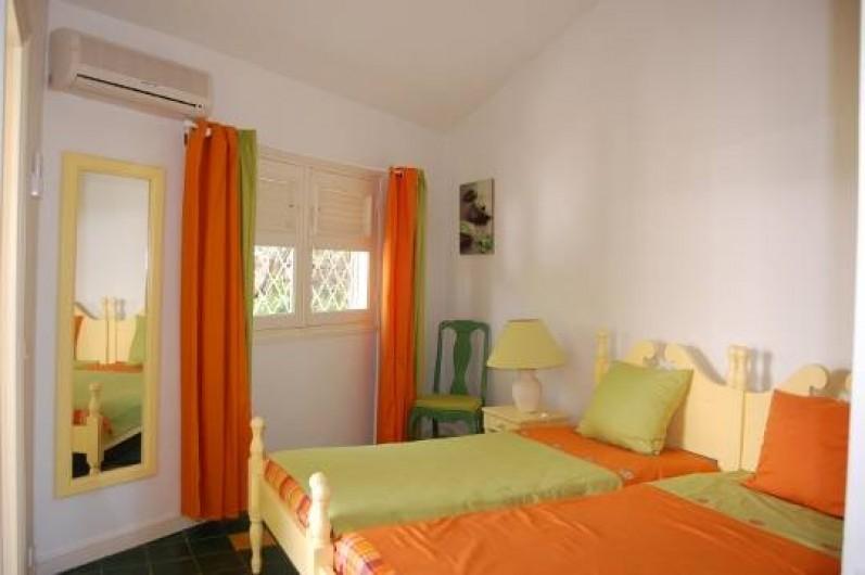 Location de vacances - Villa à Saint-François - Chambre lits jumeaux et mezzanine